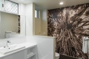 20.superior-bathroom-4